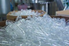 Procedimento de fabricação plástico da garrafa Fotografia de Stock Royalty Free