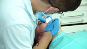 Procedimento dental da implantação vídeos de arquivo