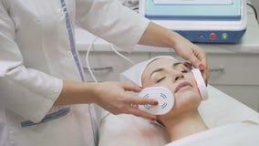 Procedimento infravermelho na clínica da beleza filme