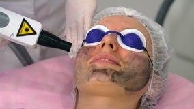 Procedimiento de la peladura de la cara de carbono almacen de video