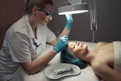 Procedimientos de la cosmetología fotos de archivo libres de regalías