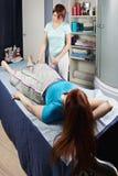 Procedura di massaggio di compressione dell'aria Fotografie Stock Libere da Diritti