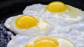 Proces kucharstwa smażący jajka Obraz Royalty Free