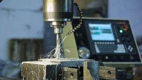 Proces musztrowanie na CNC maszynach i system dostawie, tnący fluid zbiory wideo