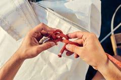 Proces om Boelijn te breien Stock Fotografie