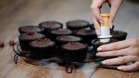 Proces om te maken cupcake stock videobeelden