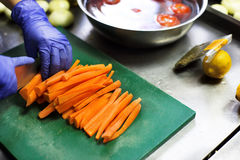 Proces om veganistvoedsel te koken Stock Foto