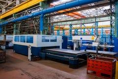 Proces produkcji w przemysłowej fabryce dla produkcji automobilowe części, iskry tety zdjęcia stock