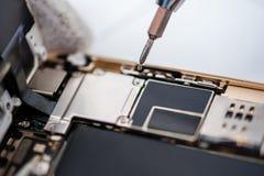 Proces van mobiele telefoonreparatie stock foto's