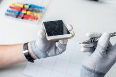 Proces van mobiele telefoonreparatie royalty-vrije stock afbeelding