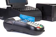 Procesador de la tarjeta de crédito con la tarjeta de crédito Fotos de archivo