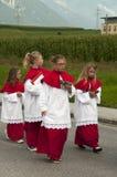 Procesión de la ascensión de Maria en Axams Austria fotos de archivo libres de regalías