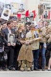 Procesión de la gente en el regimiento inmortal en día anual de la victoria Imagen de archivo