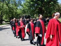 Procesión de la graduación de la universidad imagen de archivo