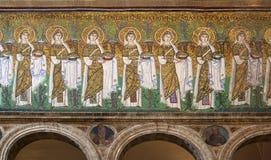 Procesión de mujeres santas en el nuovo de Apollinare del ` de Sant fotografía de archivo libre de regalías
