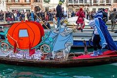 Procesión del carnaval de la abertura en Venecia, Italia 12 Fotografía de archivo libre de regalías