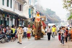 Procesión del elefante para Lao New Year 2014 en Luang Prabang, Laos Foto de archivo libre de regalías