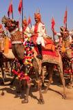 Procesión en el festival del desierto, Jaisalmer, la India del camello Imágenes de archivo libres de regalías