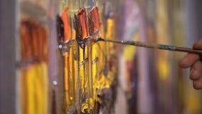 Proceso creativo Movimiento abstracto de la brocha en lona blanca texturizada Pinte la acción