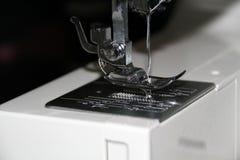 Proceso de costura Fotografía de archivo