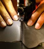 Proceso de costura del calzado Imágenes de archivo libres de regalías