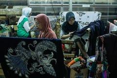 Proceso de fabricación del batik fotos de archivo