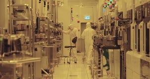 Proceso de fabricación del semiconductor en un cuarto limpio metrajes