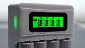 Proceso de la carga de batería almacen de metraje de vídeo