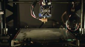 Proceso de la evaporación del gluten en la impresora 3D 4K metrajes