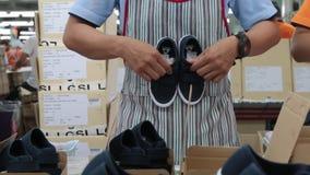 Proceso de la inspección de la calidad del zapato almacen de video