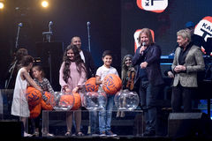 Proceso de la lotería en etapa durante el 50.o concierto del cumpleaños del año de Viktor Drobysh en el centro de Barklay Fotografía de archivo libre de regalías