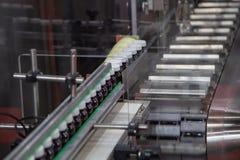 Proceso de la máquina de relleno y que capsula de la cápsula fotos de archivo libres de regalías