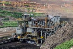 Proceso de la maquinaria en mina de carbón Fotos de archivo