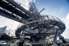 Proceso de la maquinaria en mina de carbón Imagenes de archivo
