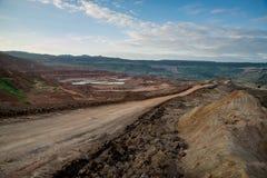 Proceso de la maquinaria en mina de carbón Foto de archivo libre de regalías