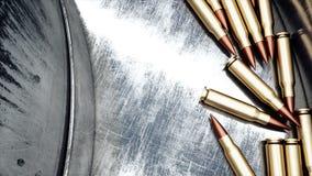 Proceso de la producción de balas Concepto industrial Equipo y macine de la fábrica acero Animación realista 4K metrajes