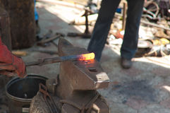 proceso de los productos de metal de la forja fotografía de archivo libre de regalías