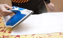 Proceso de planchar Foto de archivo