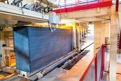 Proceso de producción de bloques de cemento aireados cerca para arriba imagenes de archivo