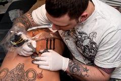 Proceso de tatuaje Foto de archivo