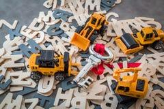 Proceso del éxito con los juguetes del camión y la llave de plata Foto de archivo