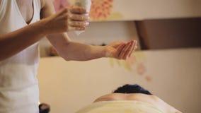 Proceso del masaje almacen de metraje de vídeo