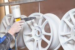 Proceso del polvo que pinta discos autos Fotografía de archivo libre de regalías