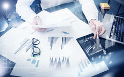 Proceso del tiempo de la gestión de ventas Documentos del informe de mercado del trabajo del comerciante de la foto Utilice los d Fotografía de archivo libre de regalías