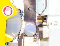 Proceso industrial del corte que trabaja a máquina del metal del espacio en blanco Imagen de archivo libre de regalías