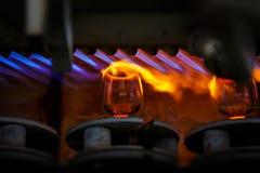 Proceso que sopla de cristal, fabricación de cristalería Fotos de archivo