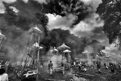 Proceso tradicional de la cremación Fotografía de archivo libre de regalías