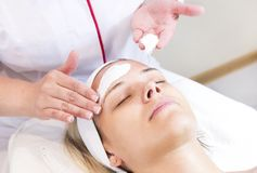 Process cosmetic mask of massage and facials Royalty Free Stock Photos