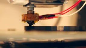 process för printing 3D med den plast- trådglödtråden på skrivaren 4K lager videofilmer