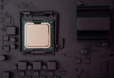 Processador central da vista superior no cartão-matriz foto de stock